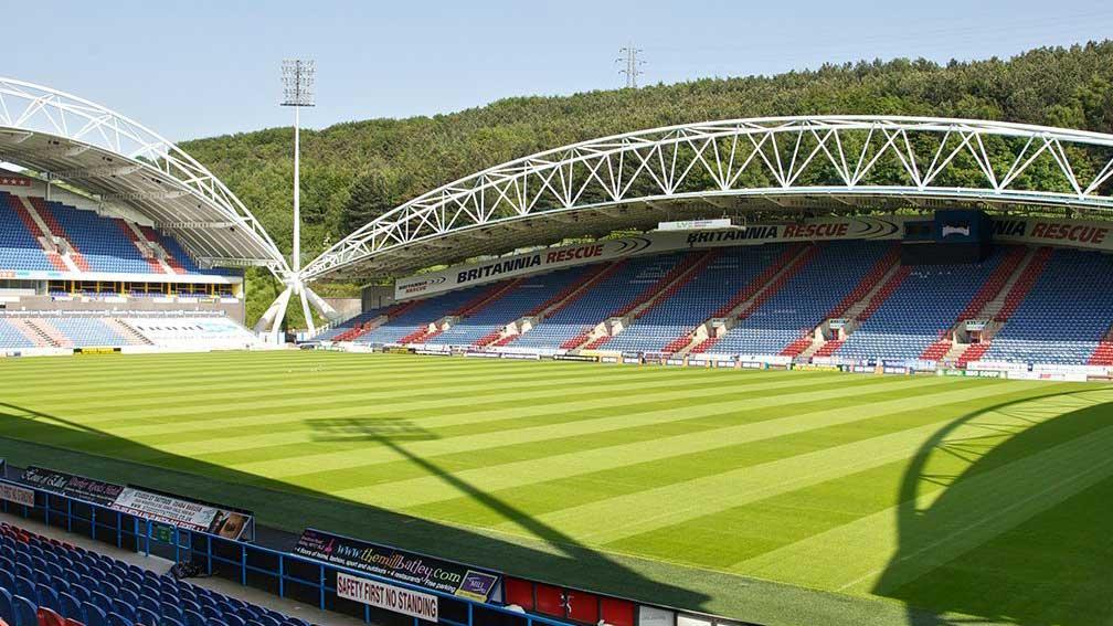 Kirklees Stadium i Huddersfield, England. Boka fotbollsresor och biljetter till Huddersfield Town, Premier League här