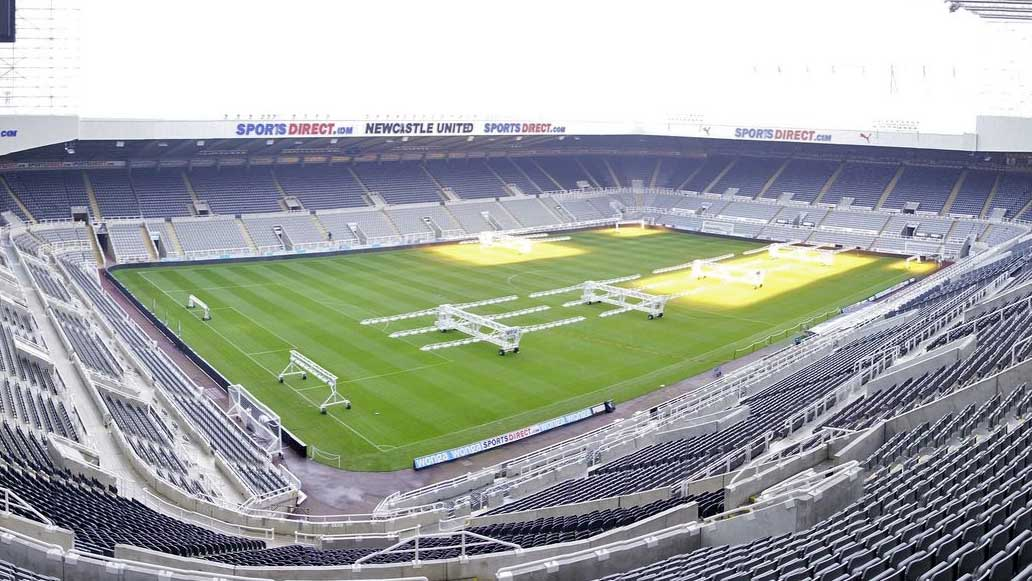 St James Park, Newcastle England på dagtid i väntan på Newcastle United match i England. Välj din fotbollsresa till Newcastle United, Premier League här